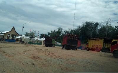 Infrastruktur Jalan Aspal Sumber Agung Hancur, Angkutan PT. SMS Bikin Warga Tak Nyaman