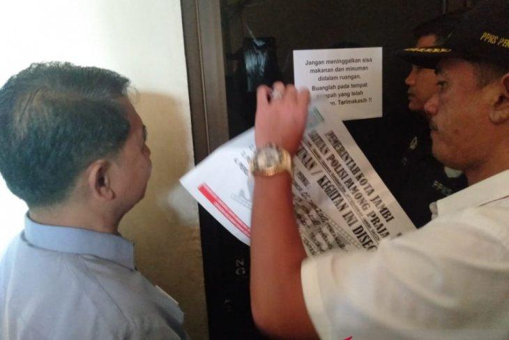 Izin Lembaga Bina Profesi Habis, Pemkot Jambi Segel Ruang Belajar