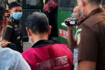 Subhi Tersangka Kasus Pemotongan Insentif Pajak Ditahan di Sel Polsek Telanai